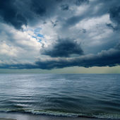 Dramatic sky over dark water — Stock Photo