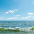Blue sky over sea with waves — Stock Photo