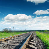 Low view to railroad under cloudy sky — Foto de Stock