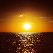 Dark orange sunset over sea — Stockfoto