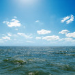 Wave on sea and blue sky — Stock Photo