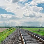 Railroad to horizon and cloudy sky — Stockfoto