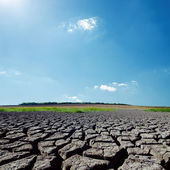 Hot sunlight in blue sky over drought earth — Stock Photo