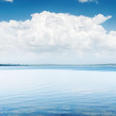 White clouds over blue water — Stock Photo