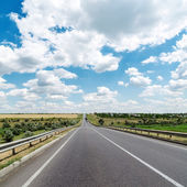 Asphalt road goes to cloudy horizon — Stock Photo
