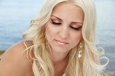Mujer de hermosos ojos sombra de ojos maquillaje, rubio — Foto de Stock