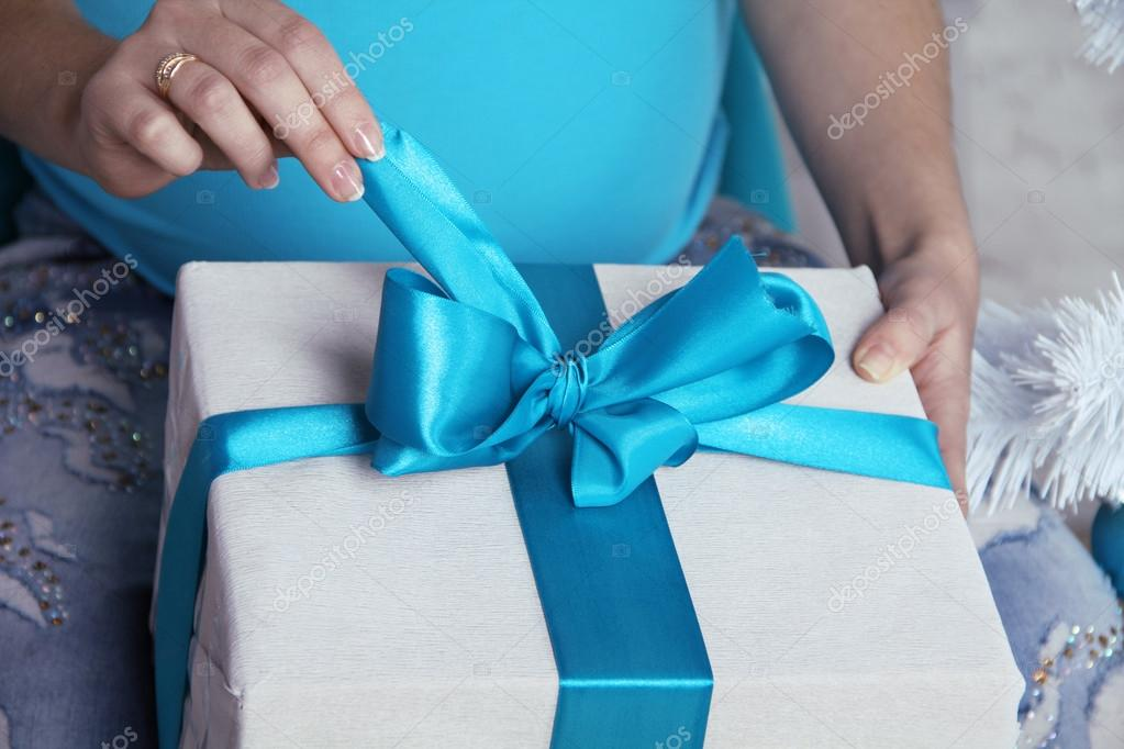 Opening gift boxes with blue bows and ribbons.  — Foto de Stock   #14971079