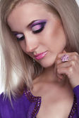 Glamour portrait of beautiful woman model with eye shadows makeu — Stock Photo