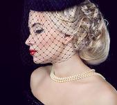 Retro woman portrait. Jewelry and Beauty. Fashion photo — Stock Photo