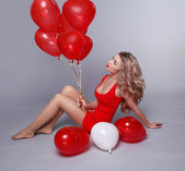 Valentine's Day. Beautiful happy woman with red heart balloons o — Foto Stock