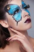 Moda maquillaje. maquillaje de cara la mariposa hermosa mujer. arte p — Foto de Stock