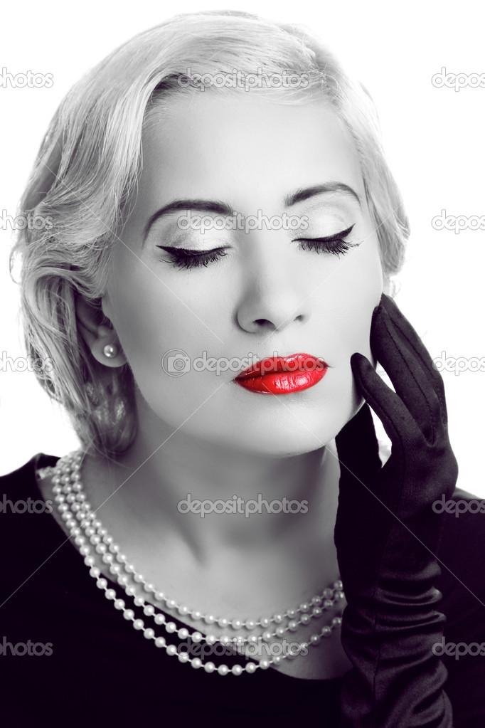 Фото черно белое с красным