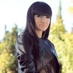 Photo of beautiful brunette woman is in modern style, glamur por — Stock Photo