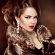 Luxury girl. Beautiful Woman wearing in Luxury Fur Coat. Jewelry — Stock Photo #26428521