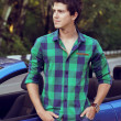 Handsome man with casual clothes posing near his car, outdoors p — Stock Photo