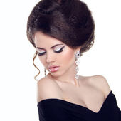 Beautiful woman with make-up and hairstyle. Jewelry and Beauty. — Stock Photo