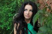 Krásná žena s dlouhé hnědé vlasy. detailní portrét brunet — Stock fotografie