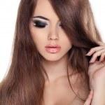 hår. vacker brunett flicka. friska långa bruna hår. skönhet m — Stockfoto