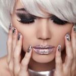 Manicured nails. Eye make up. Fashion Blond Girl. Beauty Portrai — Stock Photo #31123653