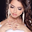 Beautiful young bride portrait in white dress. Fashion Beauty Gi — Stock Photo