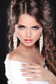 Beauty Bride Girl Model Portrait. Elegant woman with hairstyle w — Stock Photo