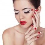 göz kalemi. güzel kız. göz makyajı. Manikür ve kırmızı dudaklar. fashio — Stok fotoğraf