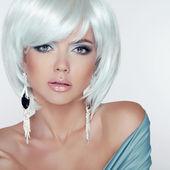 Makeup. Fashion Style Beauty Woman Portrait with White Short Hai — Stock Photo