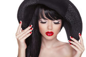 Beauty fashion sexy girl portrait in black hat. Red lips and pol — Stock Photo