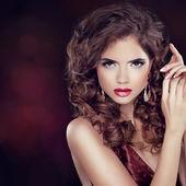 Beauty Fashion Woman Portrait. Jewelry. Wavy Hairstyle and Make- — Stock Photo