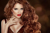 Long Curly Red Hair. Beautiful Fashion Woman Portrait. Beauty Mo — Stock fotografie