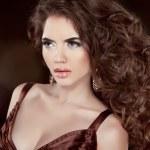 Wavy Hair. Beautiful Fashion Brunette Woman. Healthy Long Brown — Stock Photo