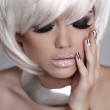Beautiful fashion blond girl with White Short Hair. Manicured na — Stock Photo