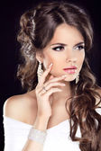 Beautiful Brunette Woman. Hairstyle. Makeup. Manicured nails. Fa — Stock Photo