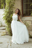 Outdoors woman portrait. Beautiful  bride in luxurious white wed — Foto Stock