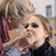Doing makeup — Stock Photo