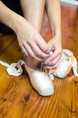 Mladé ženy v baletu cvičení — Stock fotografie