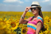Young woman in beauty field with sunflowers — Стоковое фото