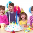 Kids celebrating birthday party — Stockfoto