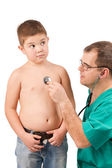 Doctor examining little boy in hospital — Stock Photo