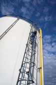 Oil storage tank in petrochemical plant — Stock Photo