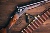 Shotgun na drewniane tła — Zdjęcie stockowe