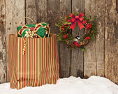 Christmas wreath with chickadee, and bag of gifts. — Stock Photo