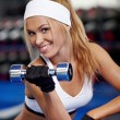 Pumping up biceps — Stockfoto