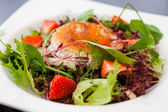 Warm goat cheese salad — Stock Photo