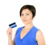 Jeune femme affichage de carte de crédit — Photo