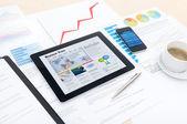 Negocio moderno con las nuevas tecnologías — Foto de Stock