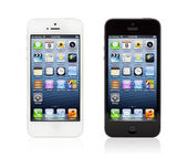 New Black and White Apple iPhone 5 — Stock Photo