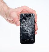 Homme tenant smartphone cassé — Photo