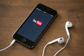YouTube application on Apple iPhone 5S — Stock Photo