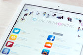 Social networking apps on Apple iPad Air — Stockfoto
